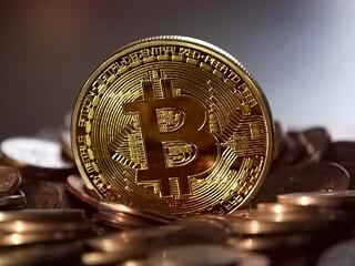 MaxPixel.freegreatpicture.com-Bitcoin-Currency-Decentralized-Coin-Money-Virtual-2008262.jpg